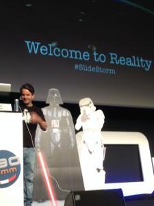 Schnelle Hand und schnelle Slides: Marcus Tandler mit der SEOkomm Keynote